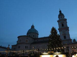 Dom/ Residenzplatz mit Christkindlmarkt